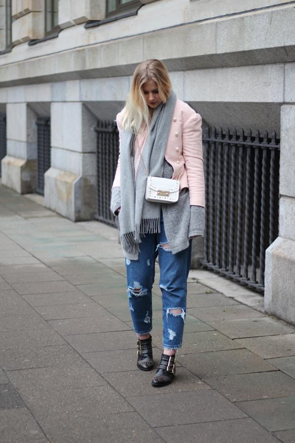 Milf zeigt neue Jeans
